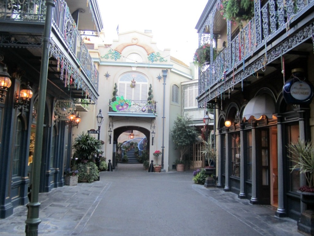New-Orleans-Square-Character-Meet-Up