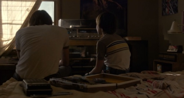Stranger-Things-8-The-Clash-portable-tape-player-cassette-tape-case